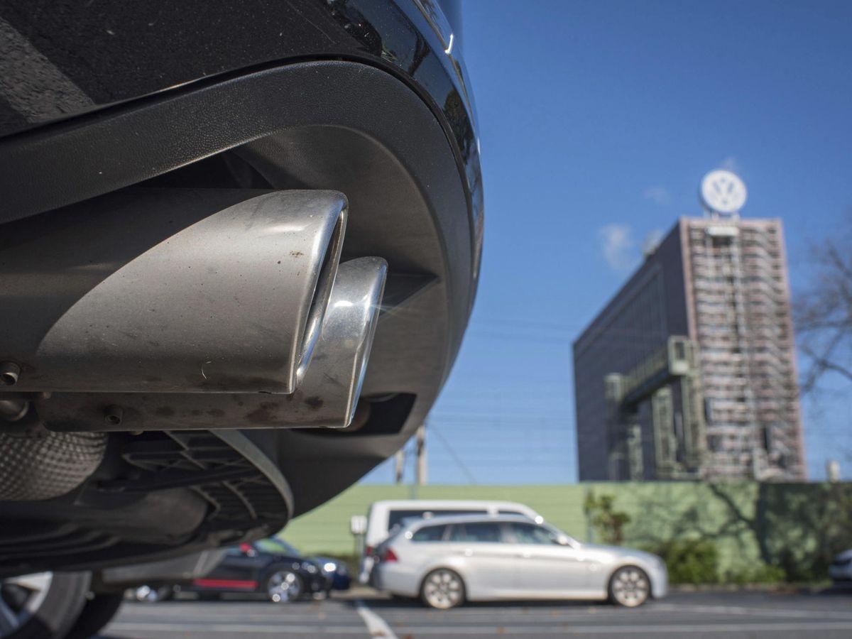 Foto: Detalle del tubo de escape de un coche diésel. Foto: EFE/Julian Stratenschulte