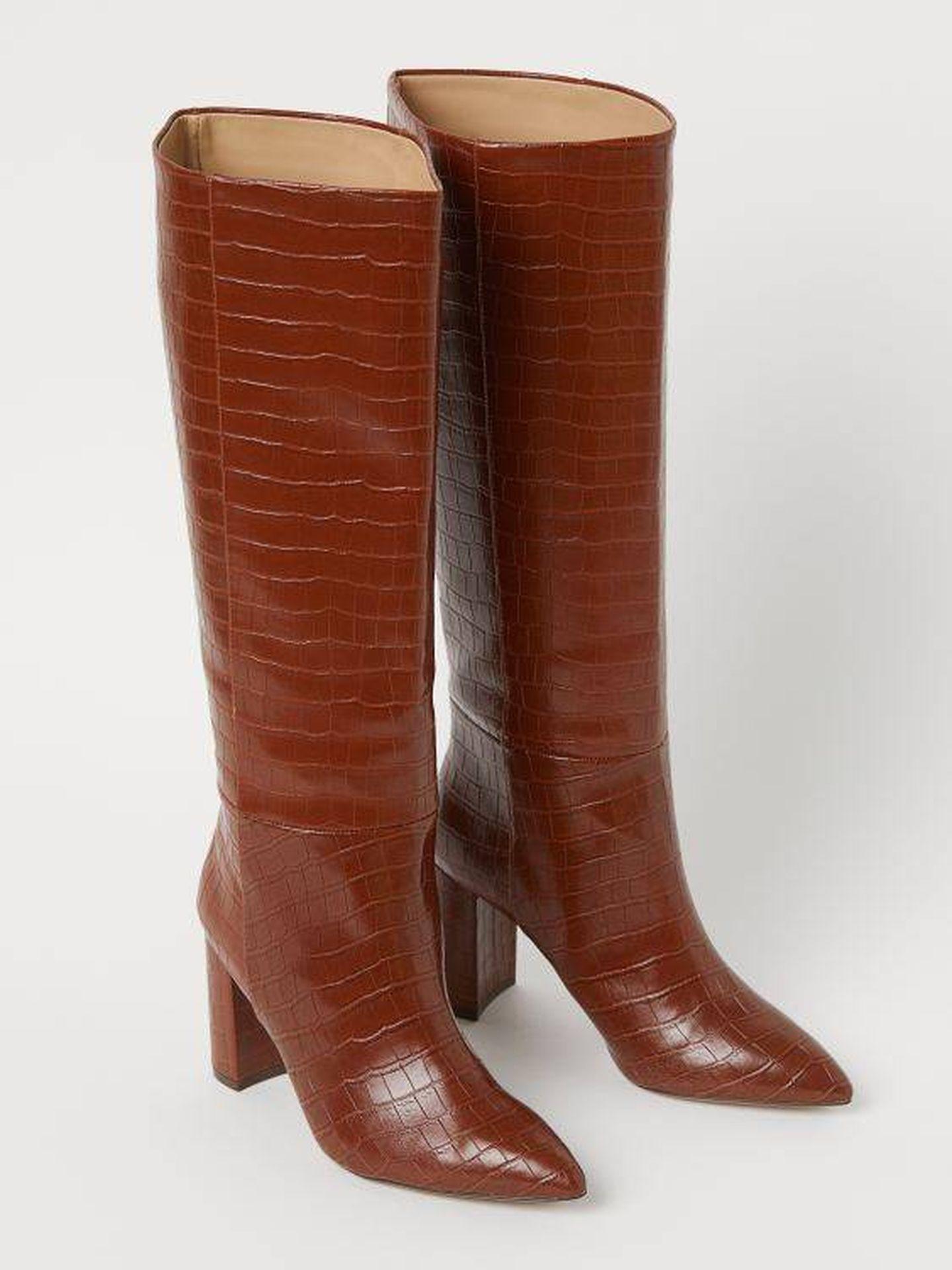 Las botas efecto coco de HyM en color marrón. (Cortesía)