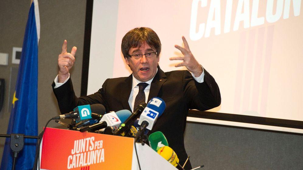 Foto: El expresidente de la Generalitat de Cataluña, Carles Puigdemont, durante una rueda de prensa en Brujas. (EFE)