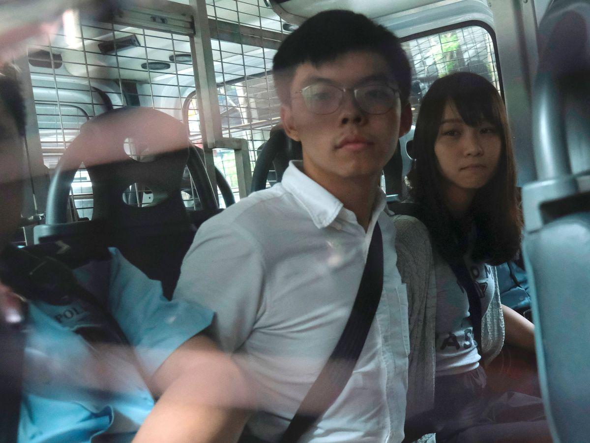 Foto: Joshua Wong y Agnes Chow a su llegada a los juzgafos el pasado agosto. (Reuters)