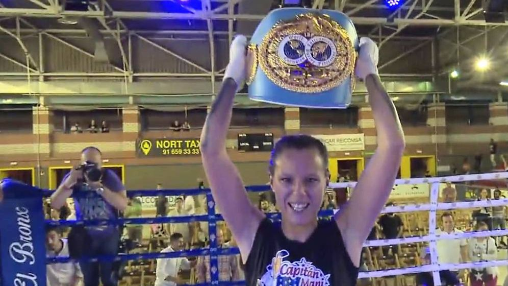 Foto: Joana Pastrana es la nueva dueña del cinturón del peso mínimo.