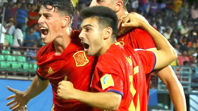 Jugadores españoles celebran un gol. (EFE)