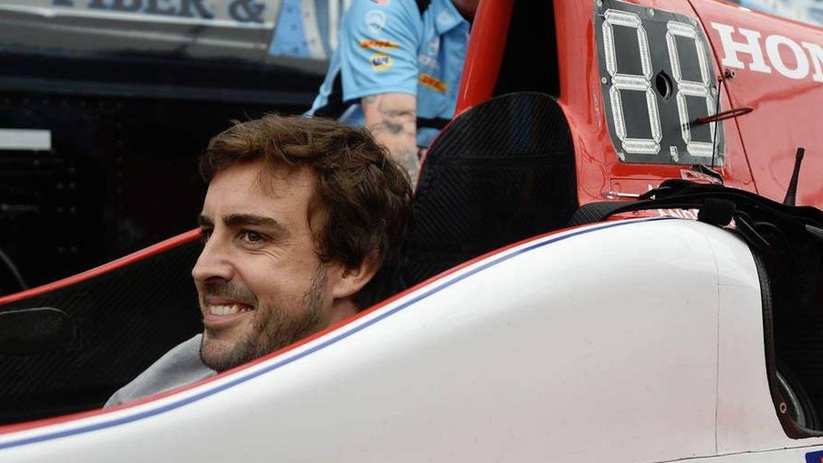 Foto: Fernando Alonso en su futuro coche de la Indy.