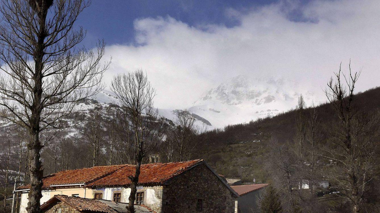 Fallece un montañero guipuzcoano de 34 años al caer al vacío en el pico Curavacas