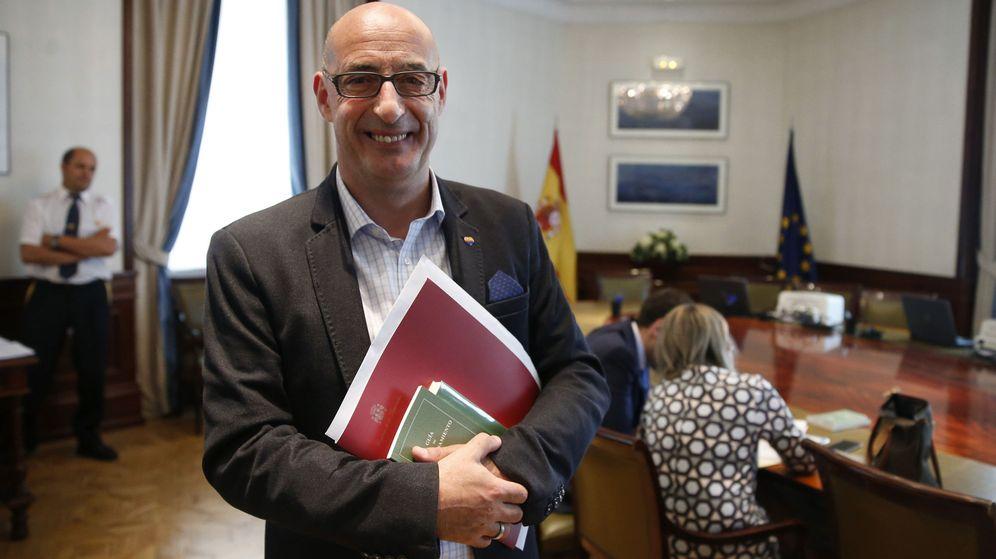 Foto: Félix Álvarez, felisuco, formaliza su acta como diputado. Foto: EFE Juan Carlos Hidalgo
