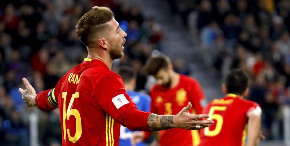Foto: Sergio Ramos cometió un penalti ante Italia que provocó una avalancha de críticas hacia el central sevillano (EFE)