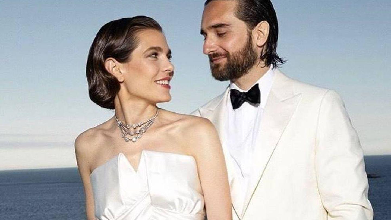 Carlota Casiraghi y Dimitri Rassam el día de su primera boda el 1 de junio. (Fotos oficiales)