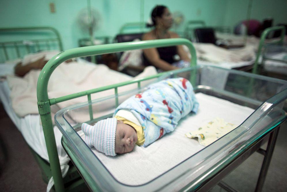 Foto: Un recién nacido en el hospital Ana Betancourt de Mora en Camaguey, en junio de 2015. (Reuters)