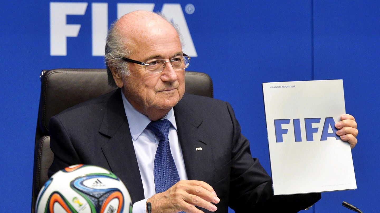 Joseph Blatter discute las condiciones laborales de los trabajadores en Qatar. (Efe)