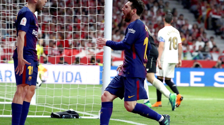 Messi corre a celebrar un gol con Jordi Alba. (Reuters)