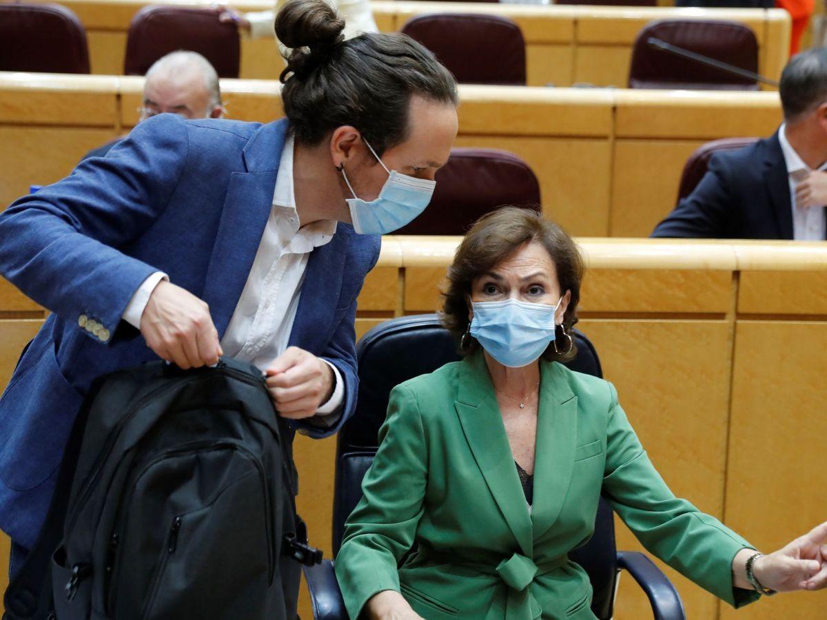 Foto: El vicepresidente segundo del Gobierno, Pablo Iglesias, junto a la vicepresidenta primera, Carmen Calvo. (EFE)