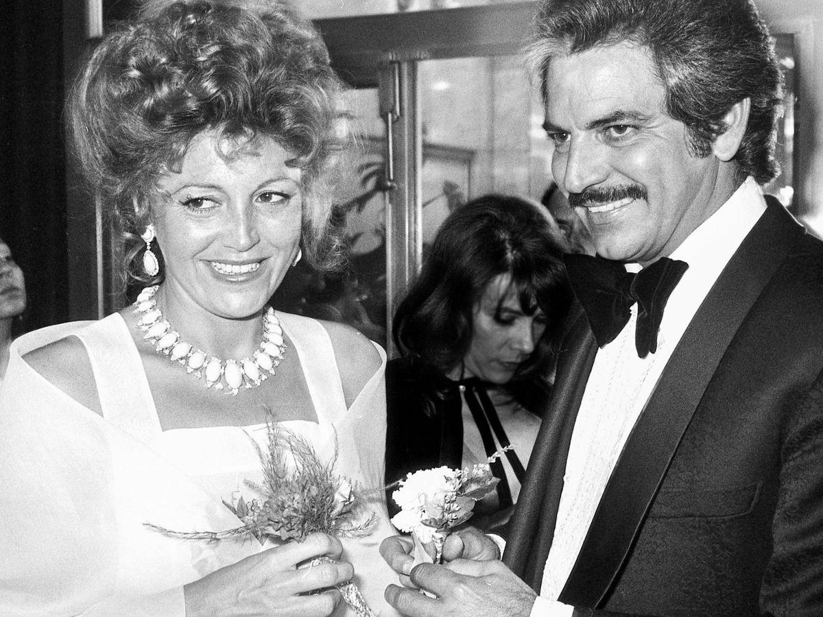 Foto: Espartaco Santoni y Tita Cervera, en su boda, en 1975. (Getty)