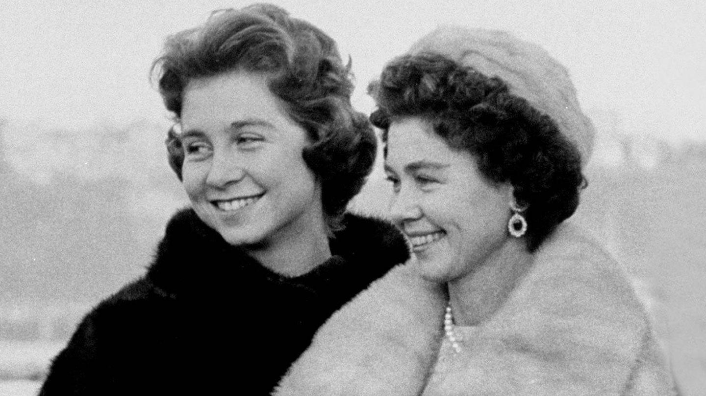 La reina Sofía y su madre. (Getty)