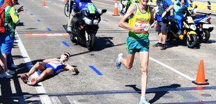 Post de Vergüenza en el maratón: el líder se desploma... y el público se hace fotos