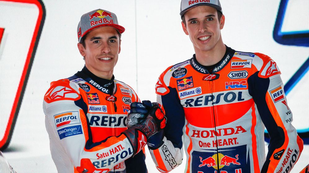 Foto: Marc y Álex Márquez, durante un acto de presentación del equipo Repsol-Honda en Indonesia. (Reuters)