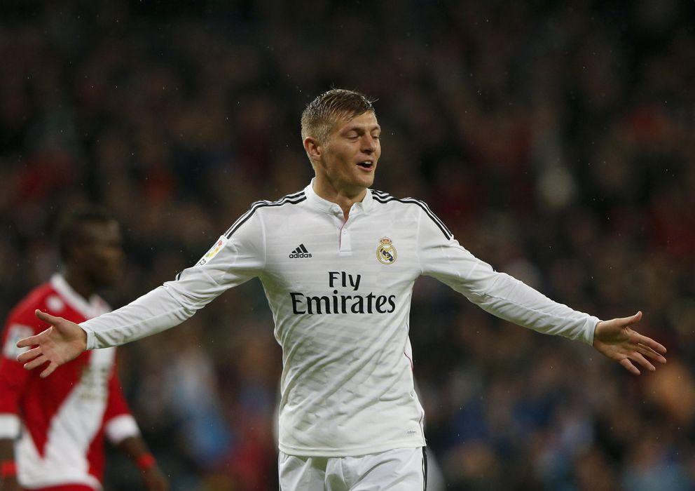 Foto: Toni Kroos celebra el gol conseguido ante el Rayo Vallecano en el Santiago Bernabéu.