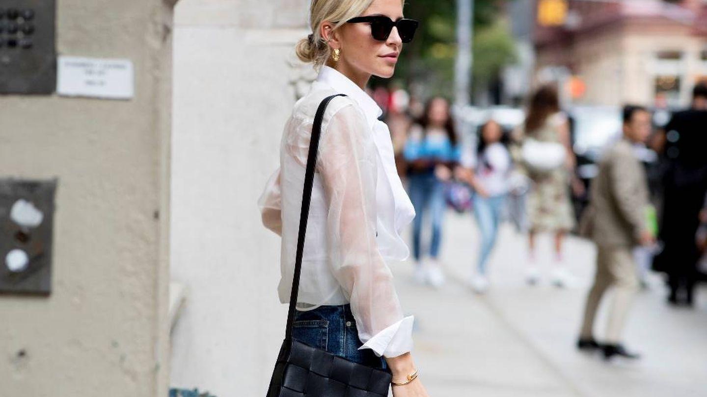 Caroline Daur con una camisa blanca.  (Imaxtree)