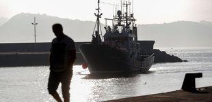 Post de El barco hundido en A Coruña volcó al salir del puerto tras golpearse contra un muro