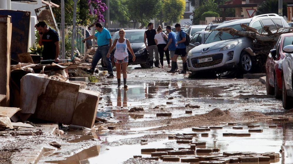 Foto: Una calle de Los Alcázares (Murcia) tras las inundaciones sufridas en los últimos días a causa de la gota fría. (EFE)
