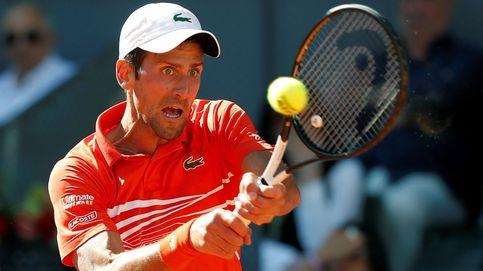 Novak Djokovic conquista Madrid ante Tsitsipas y mantiene a raya a Rafa Nadal