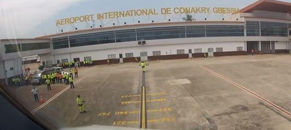 Foto: Vuelo Conakry-Marruecos-España: tres tomas de temperatura para frenar el ébola