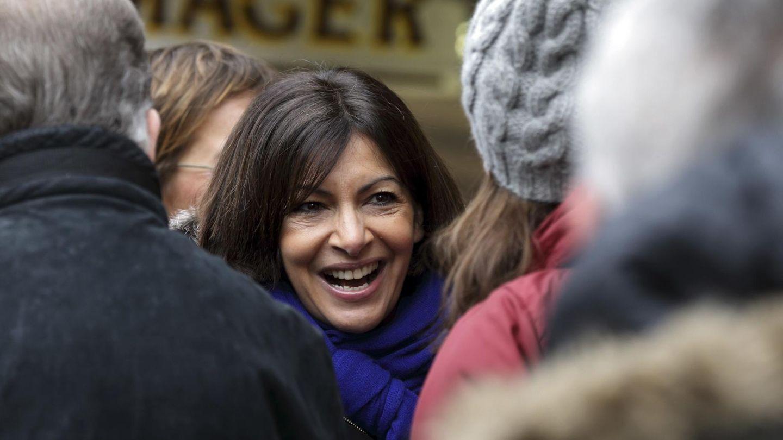 La candidata socialista Anne Hidalgo hace campaña en  París. (Reuters)