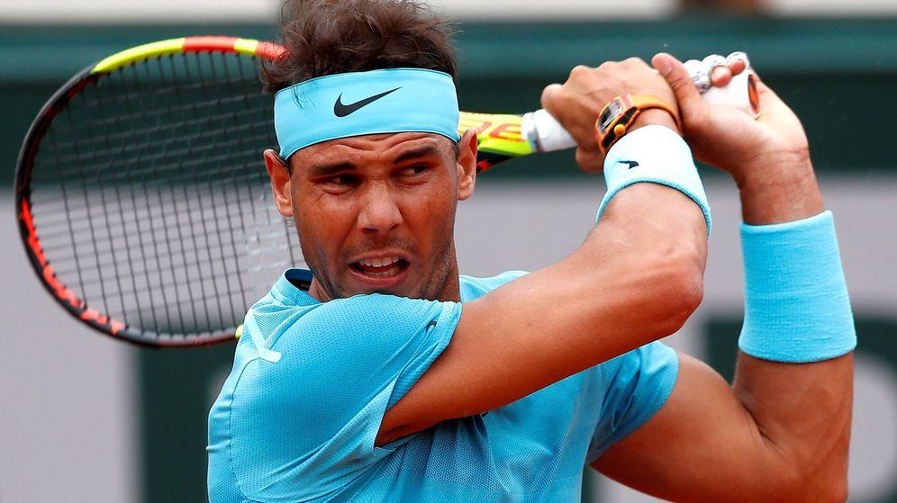 Foto: Rafa Nadal en plena acción durante un partido de Roland Garros. (Efe)