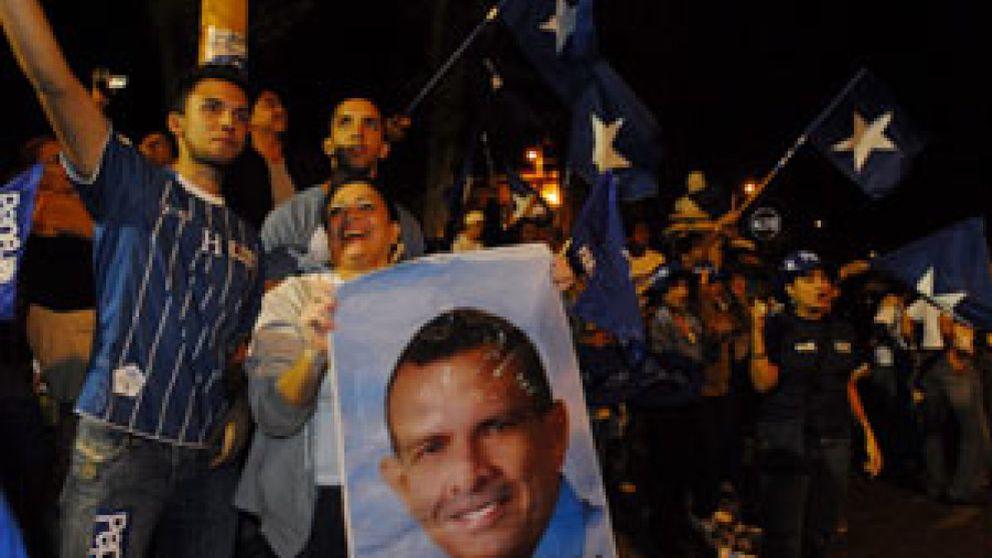 El opositor Porfirio Lobo gana unas polémicas elecciones en Honduras