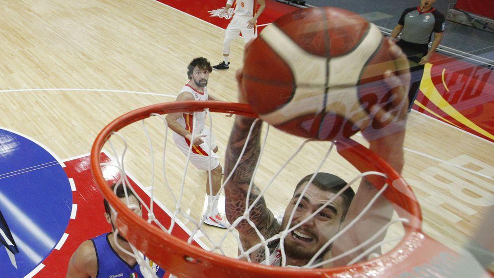 Foto: Juancho haciendo un mate en el partido ante Italia. (Reuters)