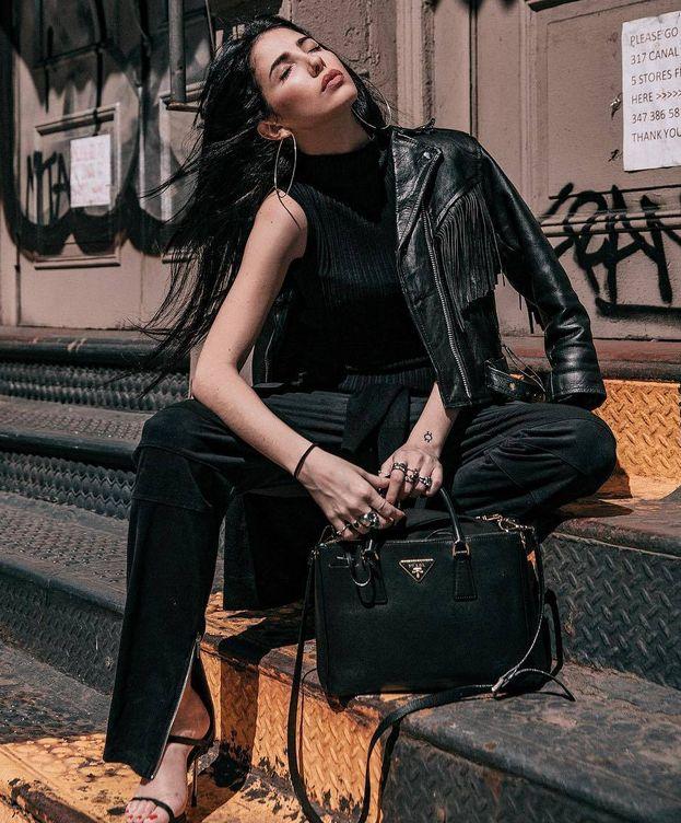 Foto: Marta Estrada posa con una de sus sandalias en Nueva York. (Instagram)