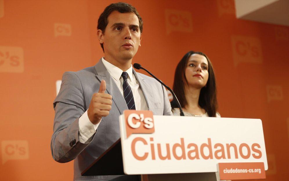 Foto: El líder de Ciudadanos, Albert Rivera, y la candidata de su partido a la Generalitat, Inés Arrimadas (Efe)