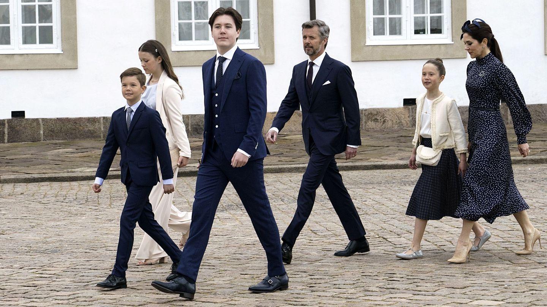 Mary y Federico de Dinamarca junto a sus hijos. (EFE)
