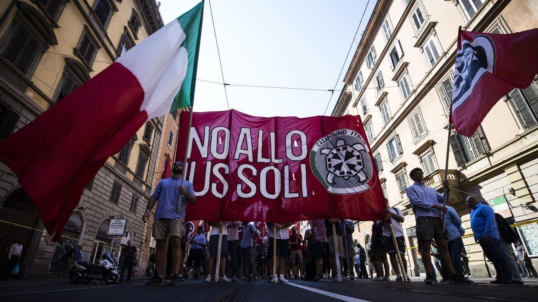 Protesta de CasaPound en el centro de Roma. (Reuters)