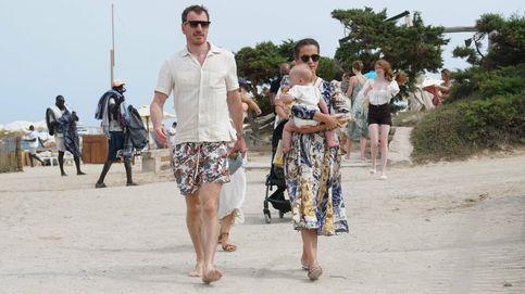 Michael Fassbender y Alicia Vikander, con vestido floral y sandalias de Zara, primer verano como padres en Ibiza