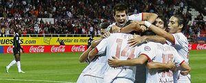 El Sevilla sigue invicto y evita el primer triunfo del Racing en el descuento