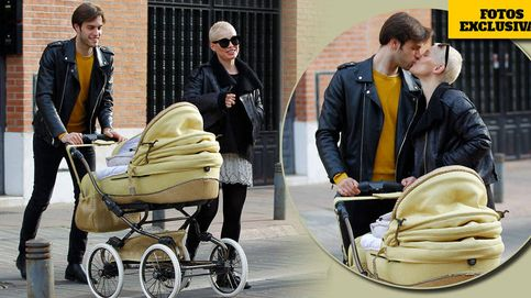 El primer paseo de Soraya y su marido con el bebé tras la polémica sobre su maternidad