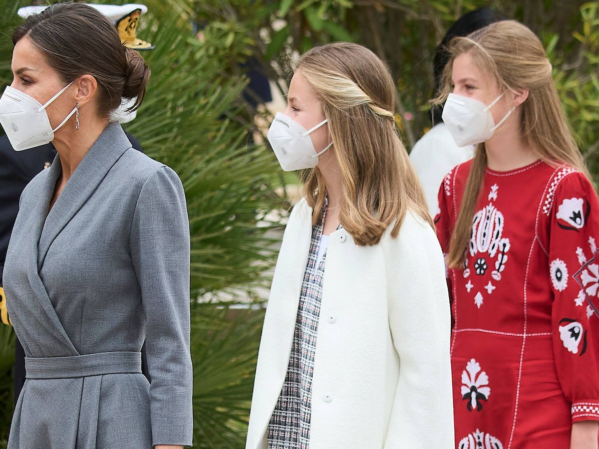 Foto: La reina Letizia, junto a sus hijas. (LP)