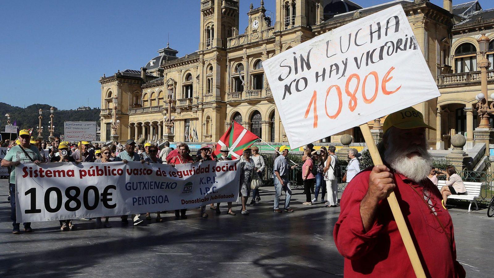 Foto: Una protesta de pensionistas en San Sebastián. (EFE)