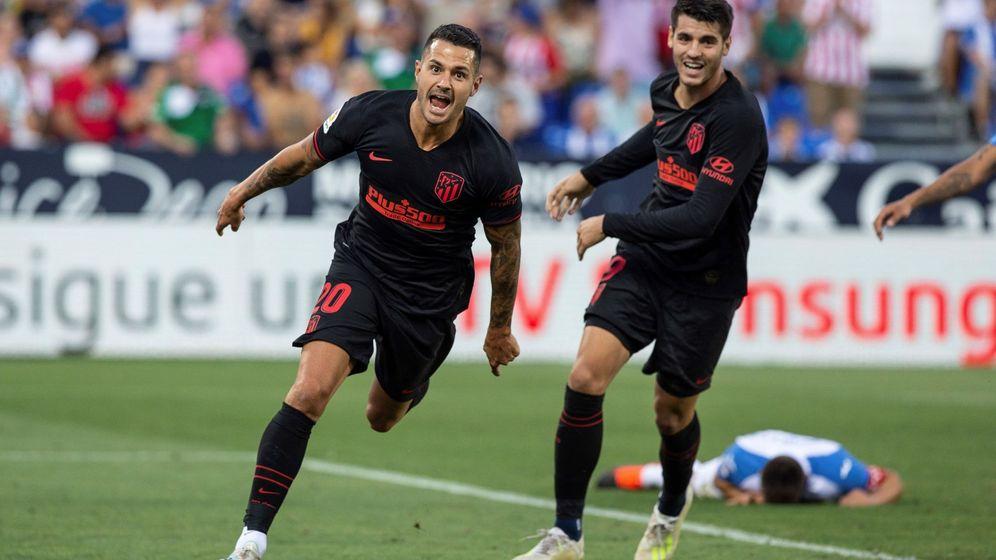 Foto: Los jugadores del Atlético de Madrid Vitolo (i) y Álvaro Morata celebran un gol. (EFE)