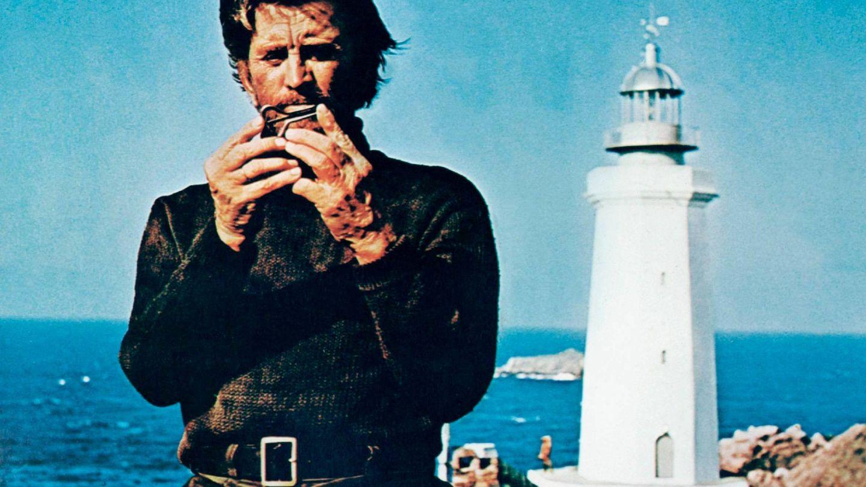 Kirk Douglas, en 'El faro del fin del mundo'. (Cordon Press)