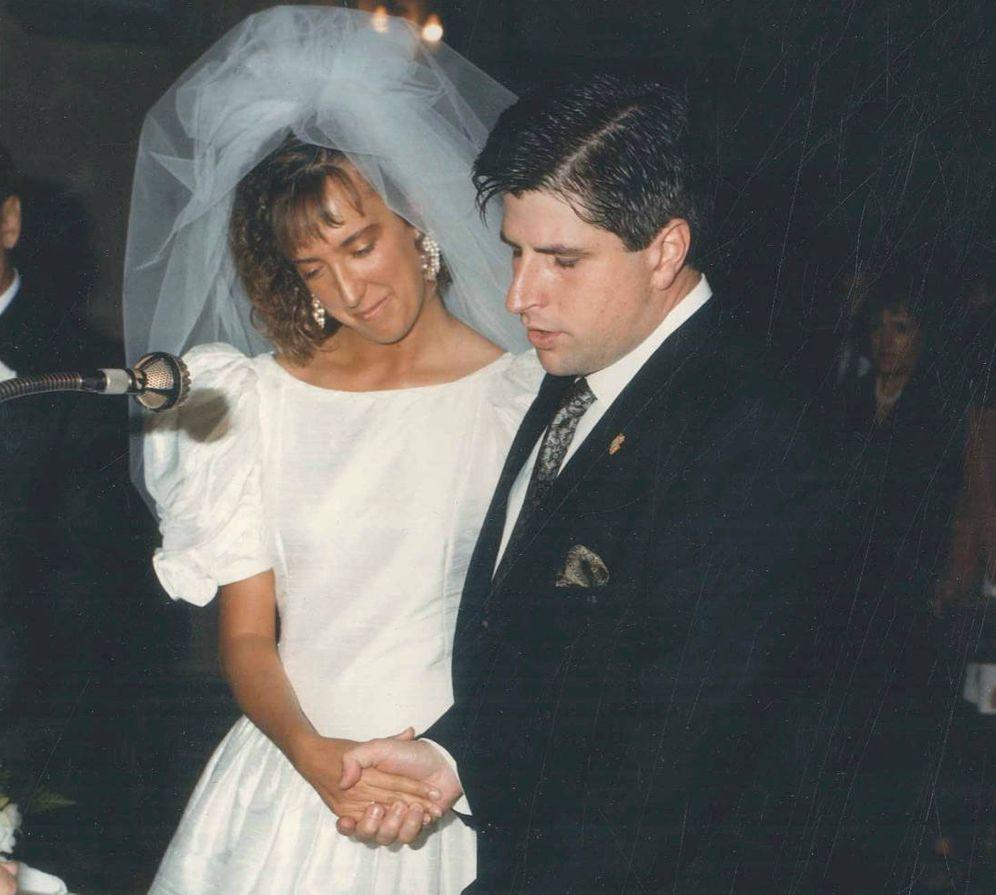 Foto: Ana Iríbar y Gregorio Ordóñez el día de su boda, el 16 de junio de 1990. (Fundación Gregorio Ordóñez)