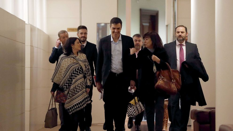 Sánchez opone su ofensiva legislativa a un Rajoy paralizado y en guerra con Cs