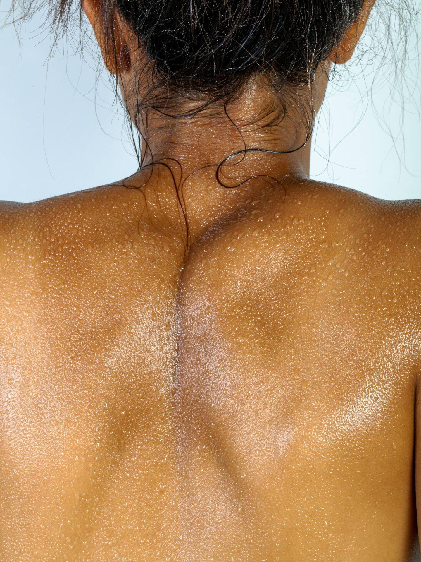 Durante la ducha no solemos limpiar la espalda de la forma adecuada. (Unsplash)