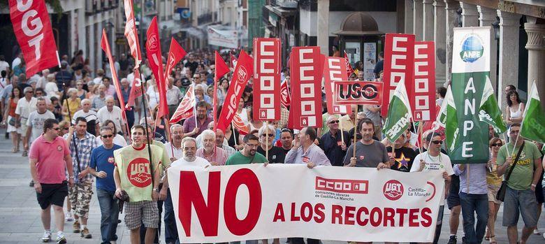 Foto: Manifestación en contra los recortes a los funcionarios (EFE)