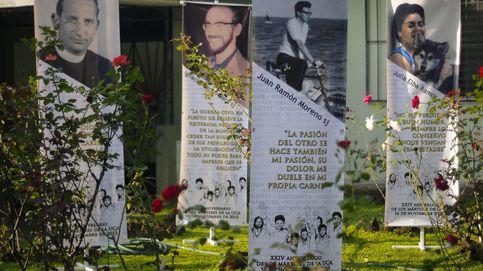 El juez reitera la orden de detención de los presuntos asesinos del misionero español