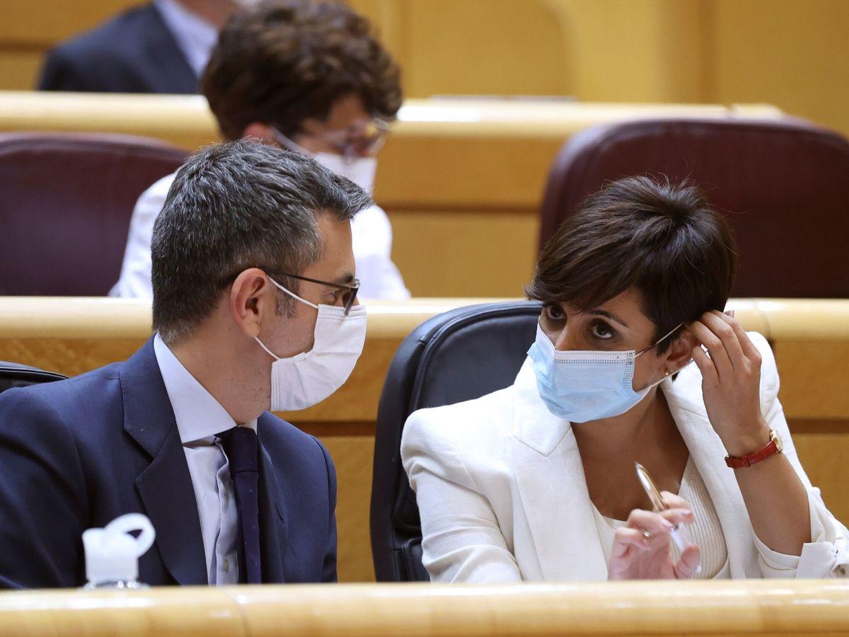 Foto: Félix Bolaños e Isabel Rodríguez, en el Senado. (EFE)