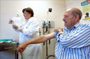 Ni colas ni prisas en la primera mañana de vacunación contra la gripe A