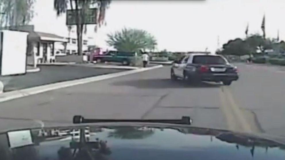 Vídeo: un policial arrolla a un sospechoso latino en EEUU