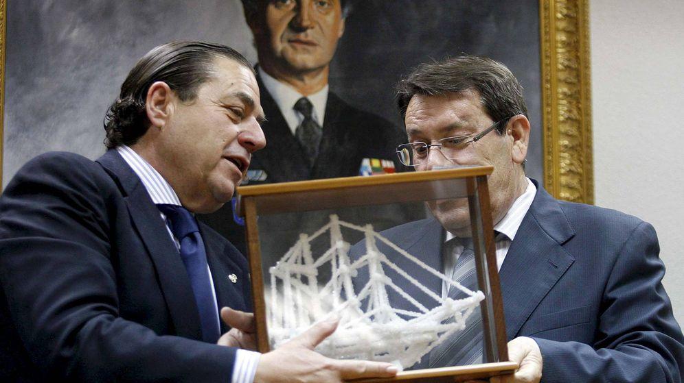 Foto: Boluda, en una visita a Torrevieja, cuando fue presidente interino del Real Madrid. (EFE)