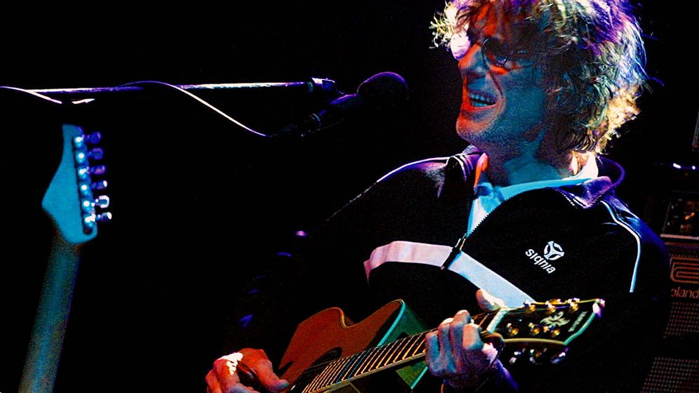 Foto: Luis Alberto Spinetta en una fotografía de archivo durante un concierto en Chile (EFE)